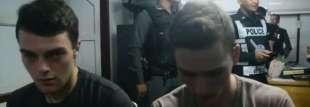 italiani costretti a chiedere scusa in thailandia
