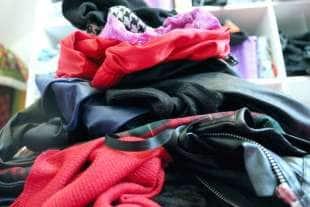 i regali piu strani ricevuti da una prostituta i vestiti della ex