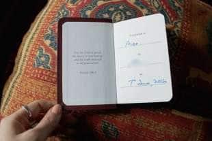 i regali piu strani ricevuti da una prostituta una bibbia