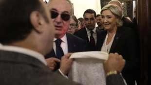 MARINE LE PEN RIFIUTA DI INDOSSARE IL VELO IN LIBANO