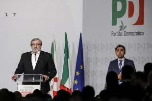 michele emiliano all assemblea pd