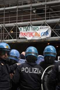 napoli proteste per la visita di salvini.