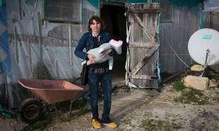 nicoleta bolos con la figlia nella provincia di ragusa