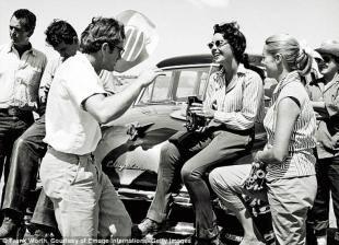 Dean con Liz Taylor e Rock Hudson