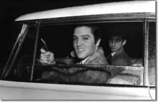 Elvis era un fanatico delle armi jpeg