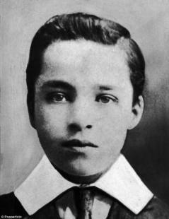A nove anni Chaplin ballava in una compagnia teatrale