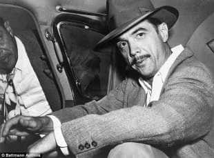 il magnate e aviatore howard hughes