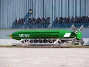 bomba moab americana madre di tutte le bombe