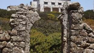 l ingresso della villa costruita su un monastero medievale