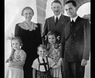 adolf hitler con la famiglia goebbels