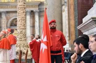 la bandiera dell ordine dei cavalieri di malta