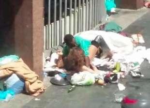 ROMA - SESSO IN STRADA A PIAZZA INDIPENDENZA