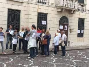 montebello proteste sotto la villa di zonin