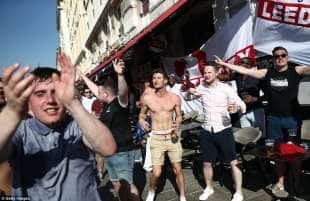 tifosi inglesi ubriachi