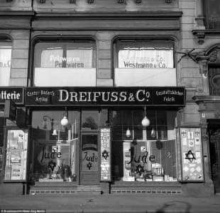 negozi di ebrei vandalizzati