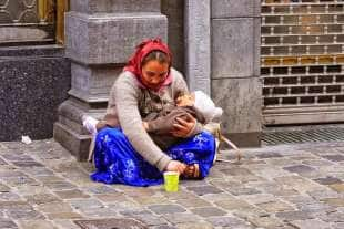 zingara con neonato