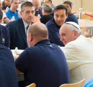 Fusilli papa e patatine anche bergoglio si mette in fila - Si mette in tavola si taglia ma non si mangia ...