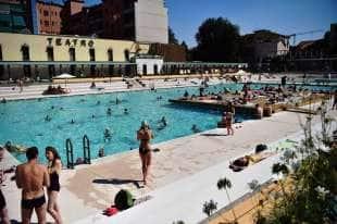 Selvaggia lucarelli recensisce la piscina radical chic di milano e la direttrice s 39 incazza - Piscina argelati milano ...
