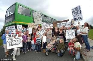 proteste contro il deboscio di newquay