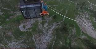 volery a testa in giu sul monte svizzero