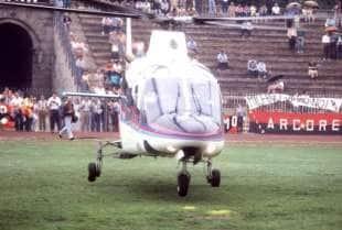 berlusconi primo raduno del milan in elicottero con cavalcata delle valchirie