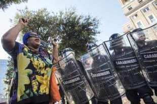 migranti piazza indipendenza2