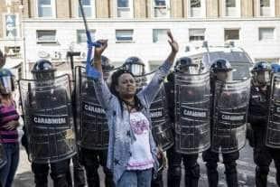 migranti piazza indipendenza4