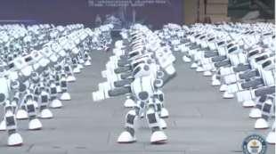 ROBOT BALLANO CINA