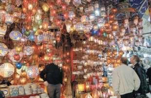 A Istanbul I Mercanti Scappano Dal Gran Bazar I Turisti Calano Gli