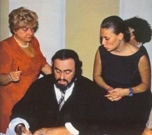 Crisi andrea agnelli e emma il film su pavarotti senza for Nicoletta mantovani pavarotti