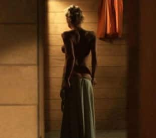 Pamela anderson nuda a quasi 50 anni e sempre uno - Pamela anderson the people garden ...
