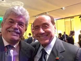 Razzi Cipriani Selfie Fusco Berlusconi Con Lisa Antonio Francesca wEqdySRw