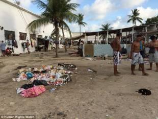 le prigioni brasiliane nella spazzatura