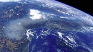 lo smog sull italia del nord foto dallo spazio dell astronauta paolo nespoli