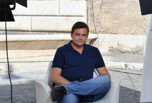 carlo calenda in diretta televisiva