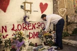 salvini depone una rosa per desiree, la 16enne morta a san lorenzo 6