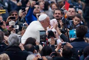 piazza san pietro udienza del papa dopo attentati di parigi