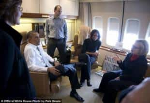 La Clinton parla a Barack e ben Rhodes