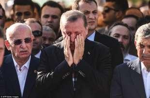 erdogan al funerale delle vittime dell attentato