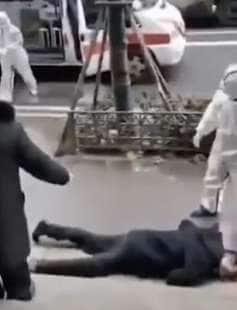 frame dei video delle persone che cadono a wuhan 3