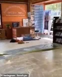 frame dei video delle persone che cadono a wuhan 5