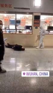 frame dei video delle persone che cadono a wuhan 8