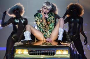 Hannah Montana pompino porno nero foto