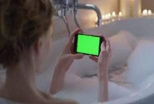 smartphone in vasca 4