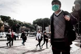 turisti cinesi con la mascherina a roma 9
