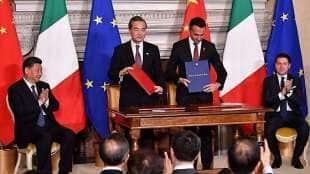 il presidente cinese xi jinping, il ministro degli esteri wang yi, il vicepremier di maio e il premier conte