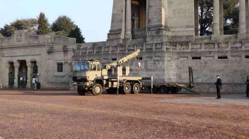 exèrcit a Bèrgam per emportar-se els taüts