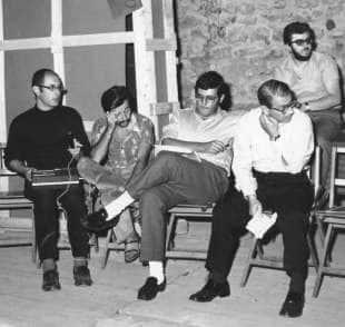"""Tommaso Trini, Achille Bonito Oliva, Germano Celant, Filiberto Menna, Marcello Rumma. """"Arte Povera + Azioni Povere,"""" Amalfi, Italia (1968)"""