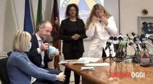 luca zaia in conferenza stampa con francesca russo