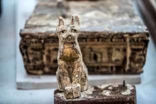 statue egizie senza naso 9